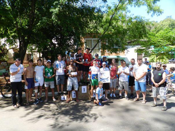 Competidores junto com organizadores e equipe do Governo Municipal  de Porto Mauá.